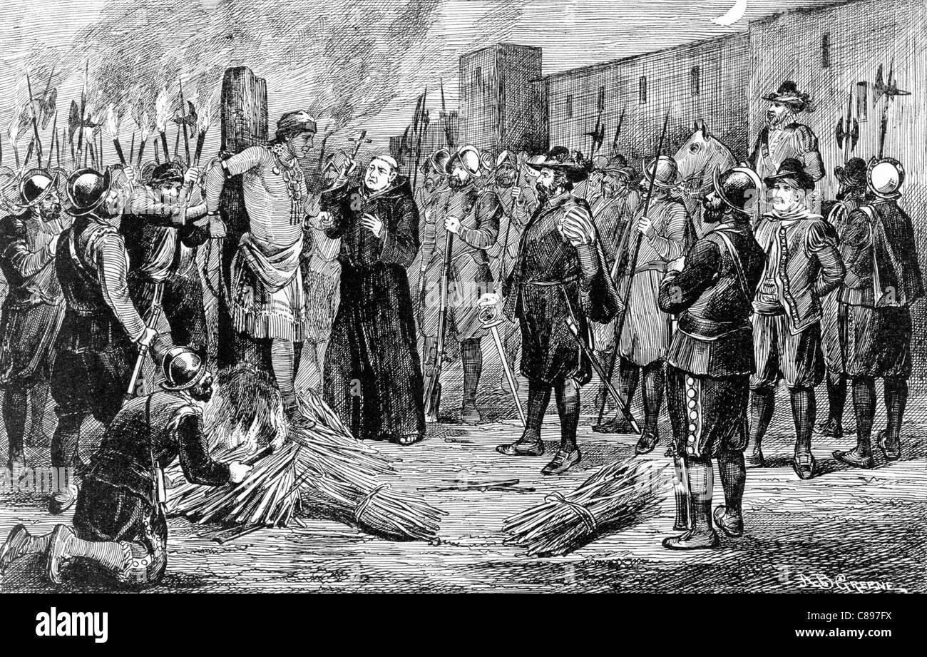 L'esecuzione del Inca. Gli spagnoli la masterizzazione di Atahualpa in gioco con Monaco crocifisso di contenimento Immagini Stock