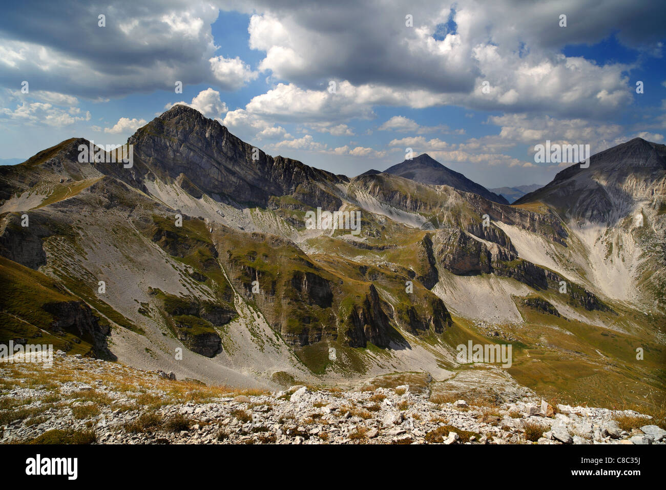 Vista dal Passo della Portella o Portella Ridge in Gran Sasso, Abruzzo, Italia. Immagini Stock