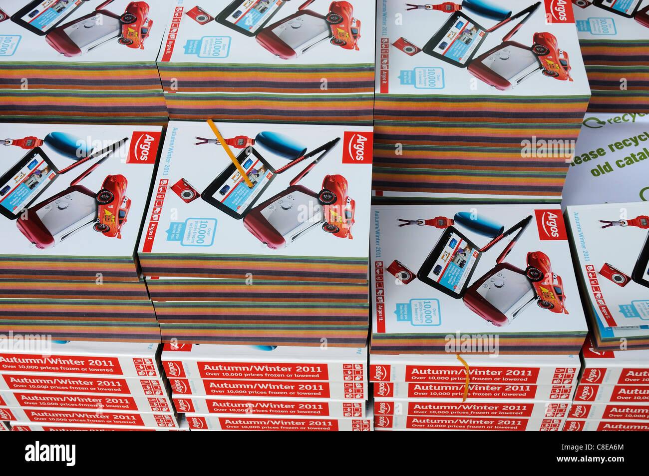 Un mucchio di Argos cataloghi Immagini Stock