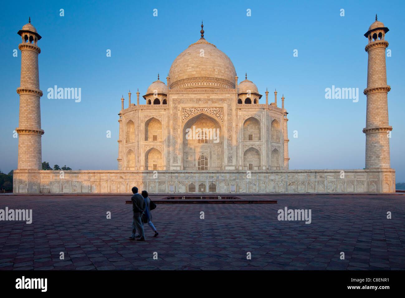 Il Taj Mahal mausoleo vista orientale (visto dal Taj Mahal moschea), Uttar Pradesh, India Immagini Stock