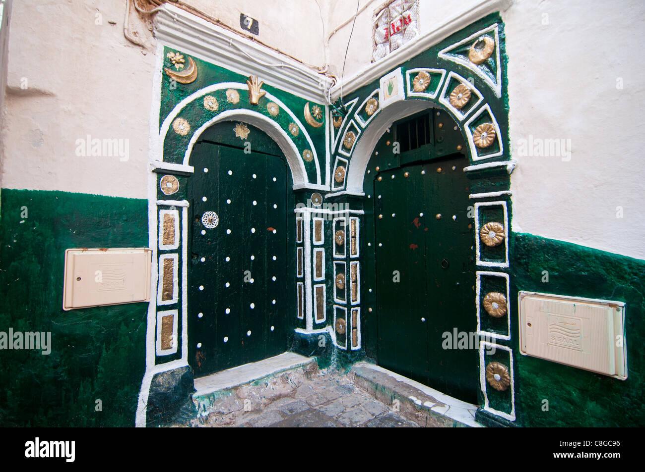 Vecchie porte verdi nella Kasbah di Algeri, Algeria, Nord Africa Immagini Stock