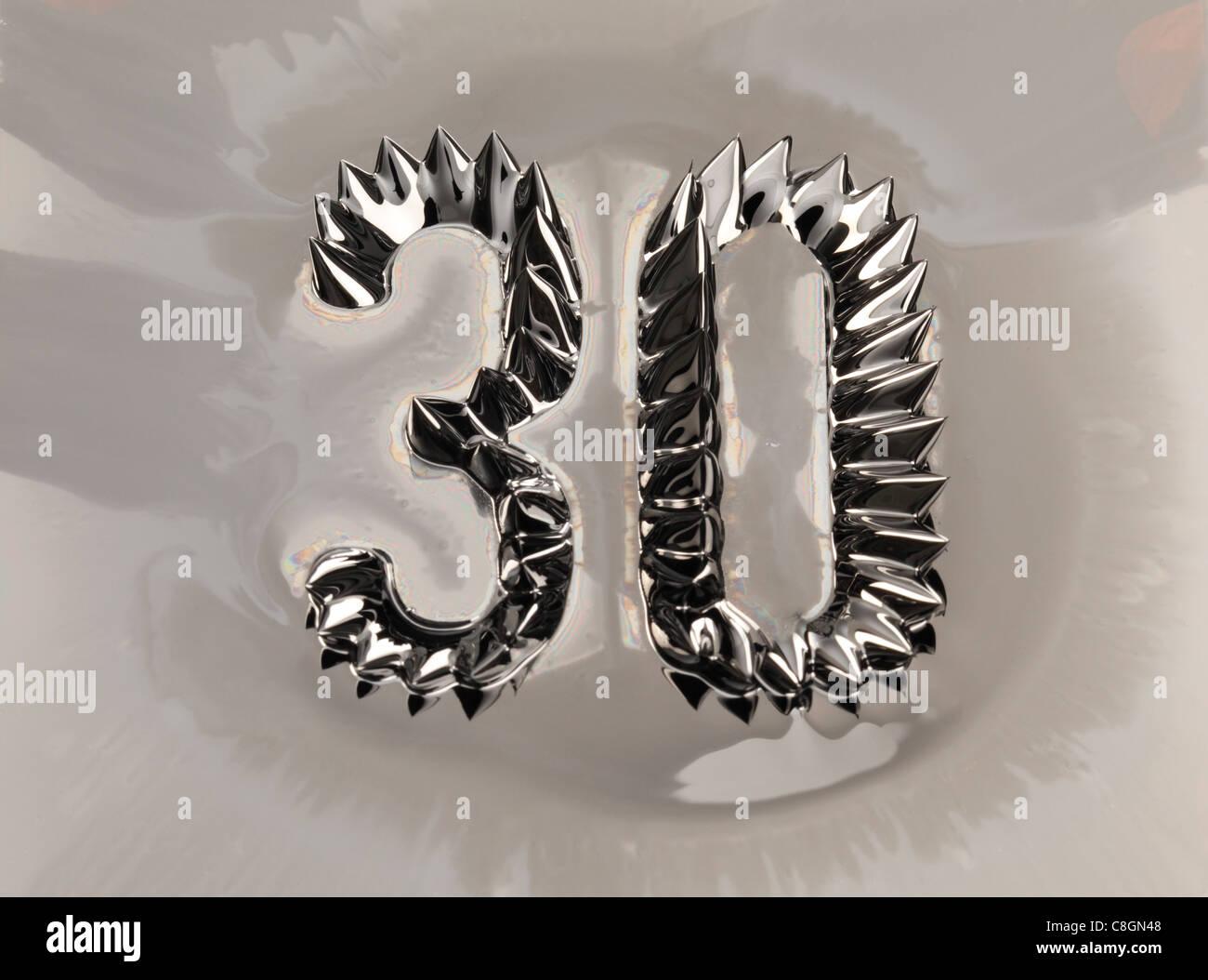Il numero 30 trenta mostrato in ferro liquido magnetico Immagini Stock