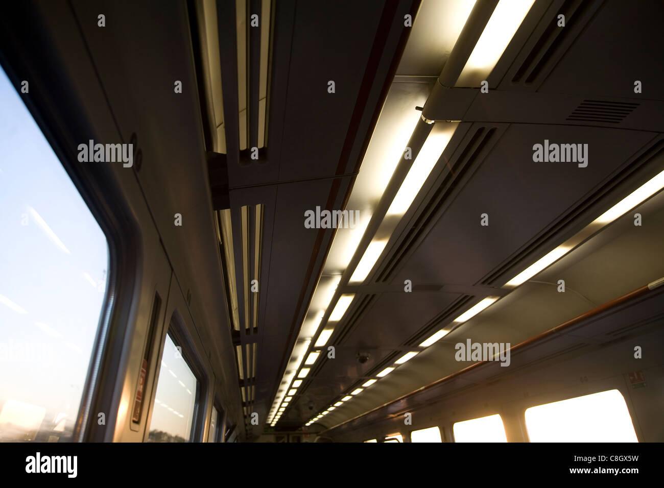 Luci in treno il movimento del carrello movimento di un viaggio Immagini Stock