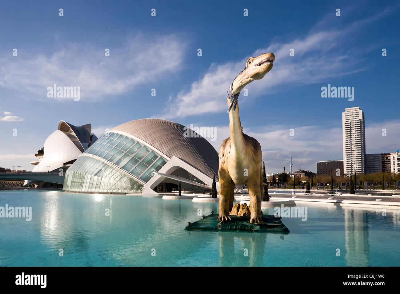 Spagna, Europa, Valencia, Città delle arti e della scienza, Calatrava, architettura moderna, dinosauro, acqua Immagini Stock