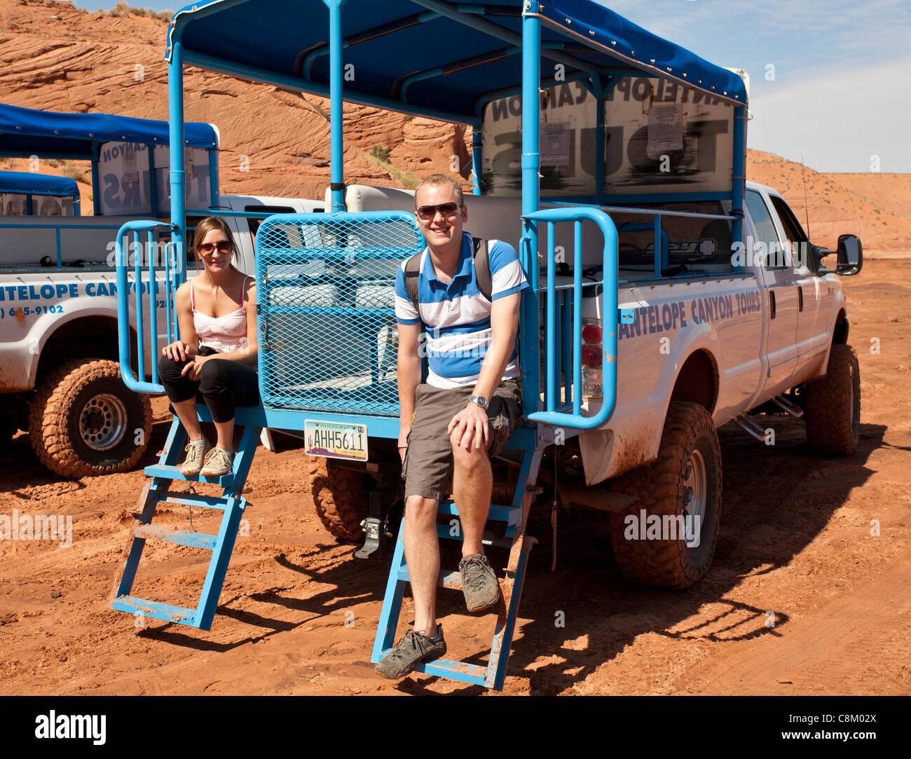 Una giovane coppia in un viaggio avventura Immagini Stock
