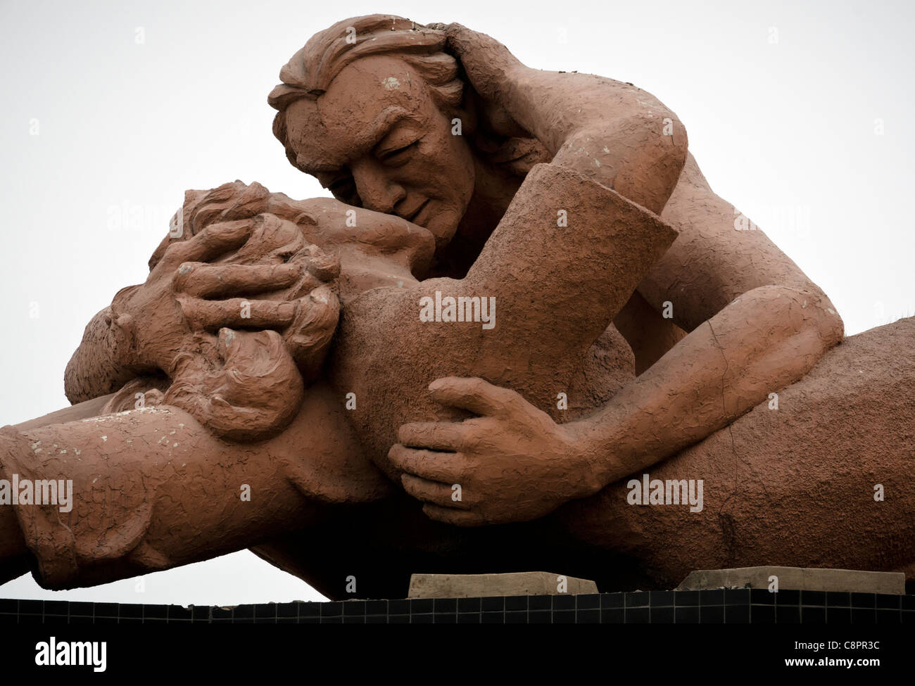 Il bacio (El Beso) statua amore Park (Parque del amor) in Miraflores Lima Peru Immagini Stock
