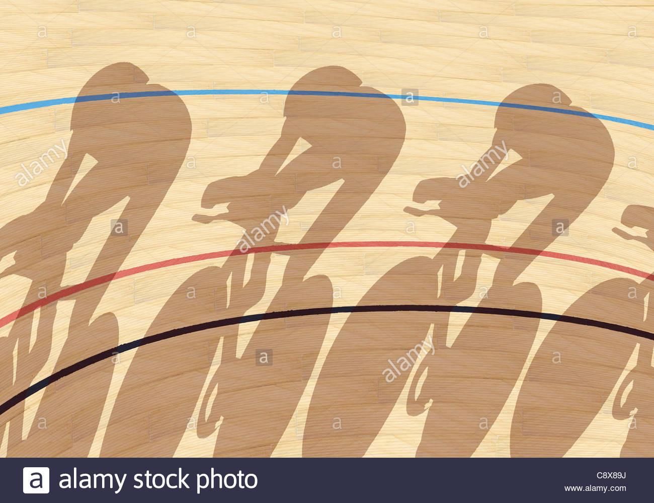 I ciclisti che gettano ombre sulla pista interna Immagini Stock