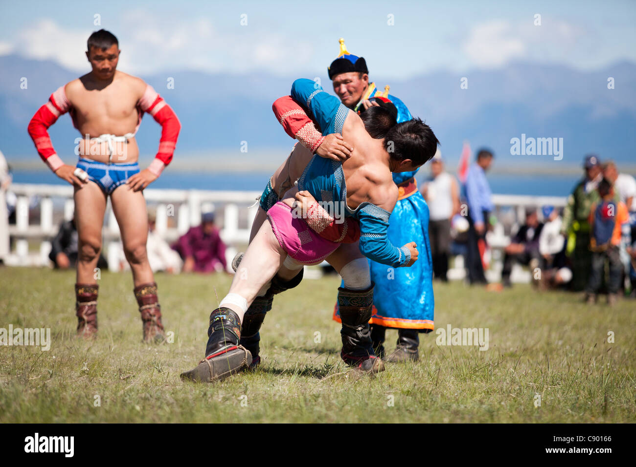 Mongolian wrestling nel Naadam festival di Tsagaannuur, Khövsgöl, Mongolia Immagini Stock