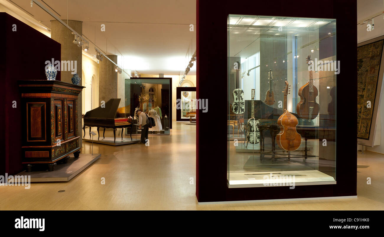 Vista in collezione di strumenti a tastiera, Museo fuer Kunst und Gewerbe Amburgo, città anseatica di Amburgo, Immagini Stock