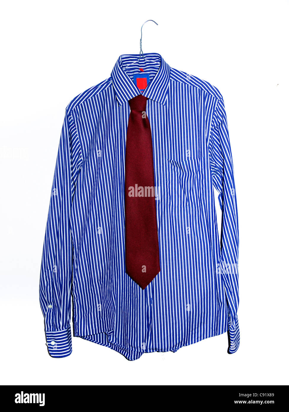 Camicia a Righe e cravatta su sfondo bianco Immagini Stock