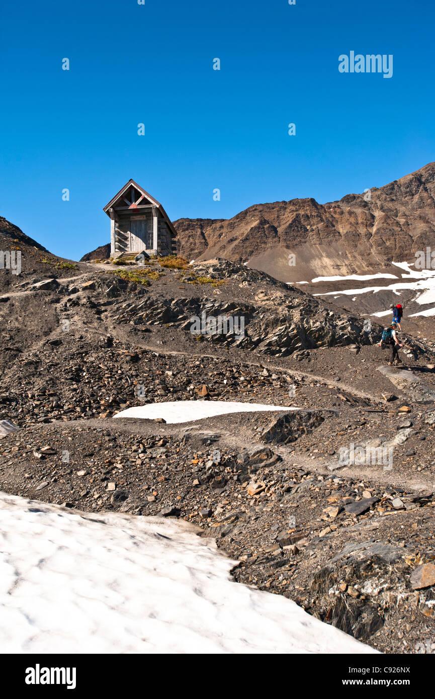Gli escursionisti si avvicinano alla Harding Icefield Shelter, Exit Glacier nel Parco nazionale di Kenai Fjords, Immagini Stock