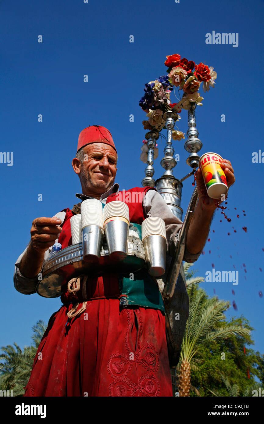 Acqua tradizionale venditore, Aqaba Giordania. Immagini Stock