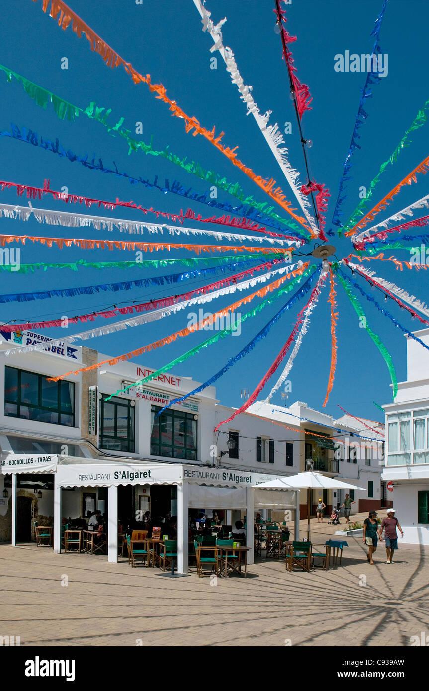 Fiesta decorazione in piazza a Fornells Menorca, Baleari, Spagna Immagini Stock