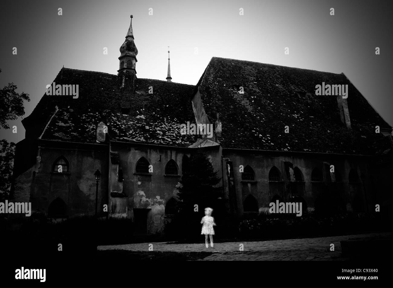 La Romania, Sighisoara.Chiesa. Aspetto fantasma Immagini Stock