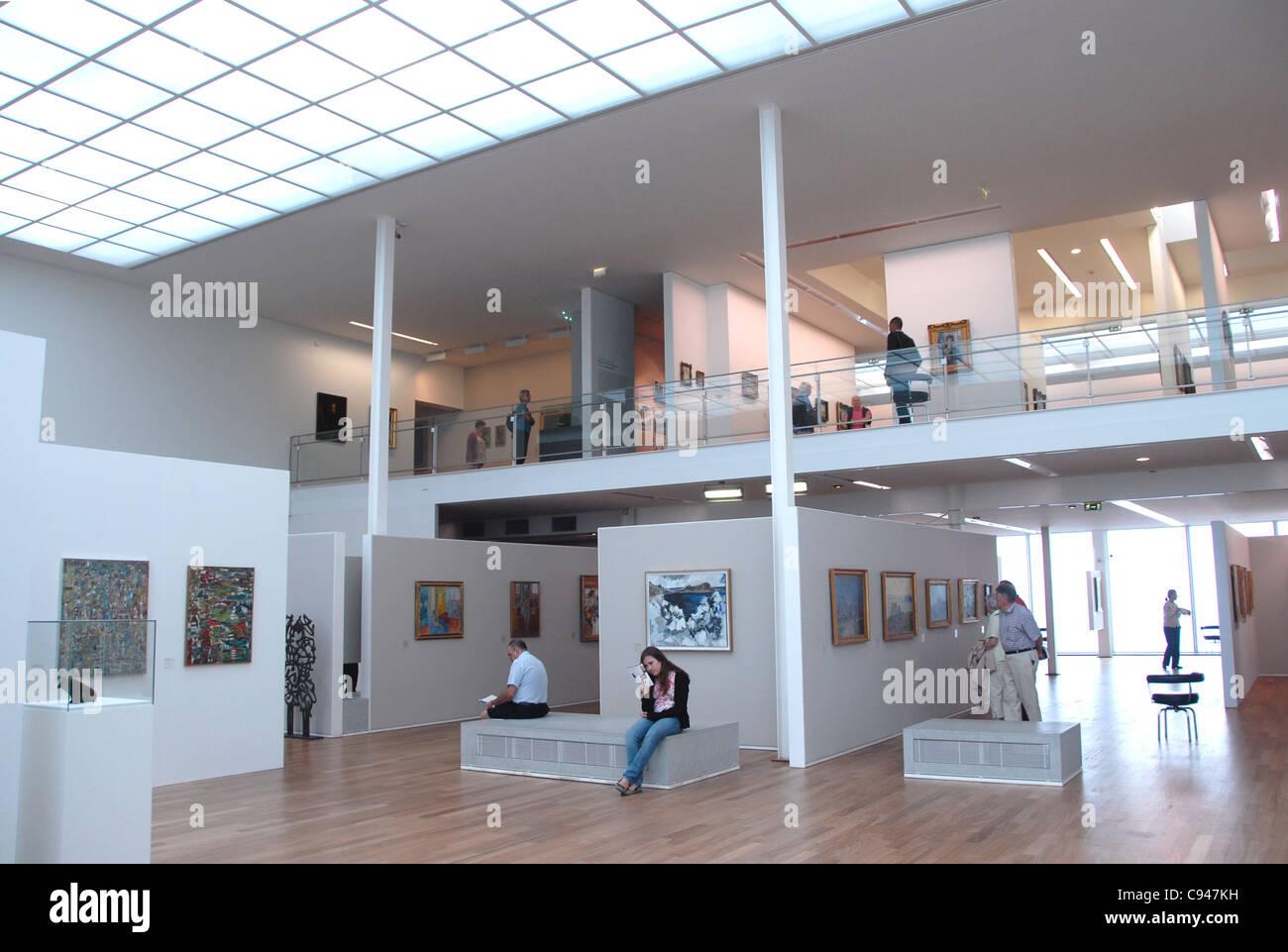 Il piano terra e il livello superiore dell'Art Museum Il Museo Malraux di Le Havre, Normandia, molto rinomato Immagini Stock