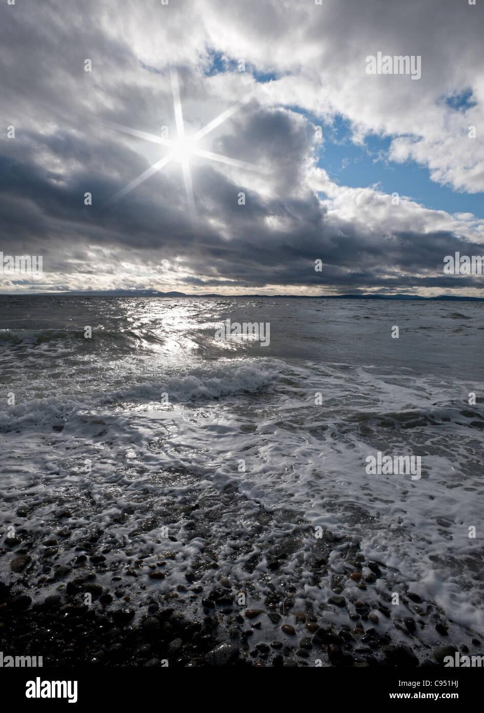Oceano Pacifico in tempesta e le onde Immagini Stock