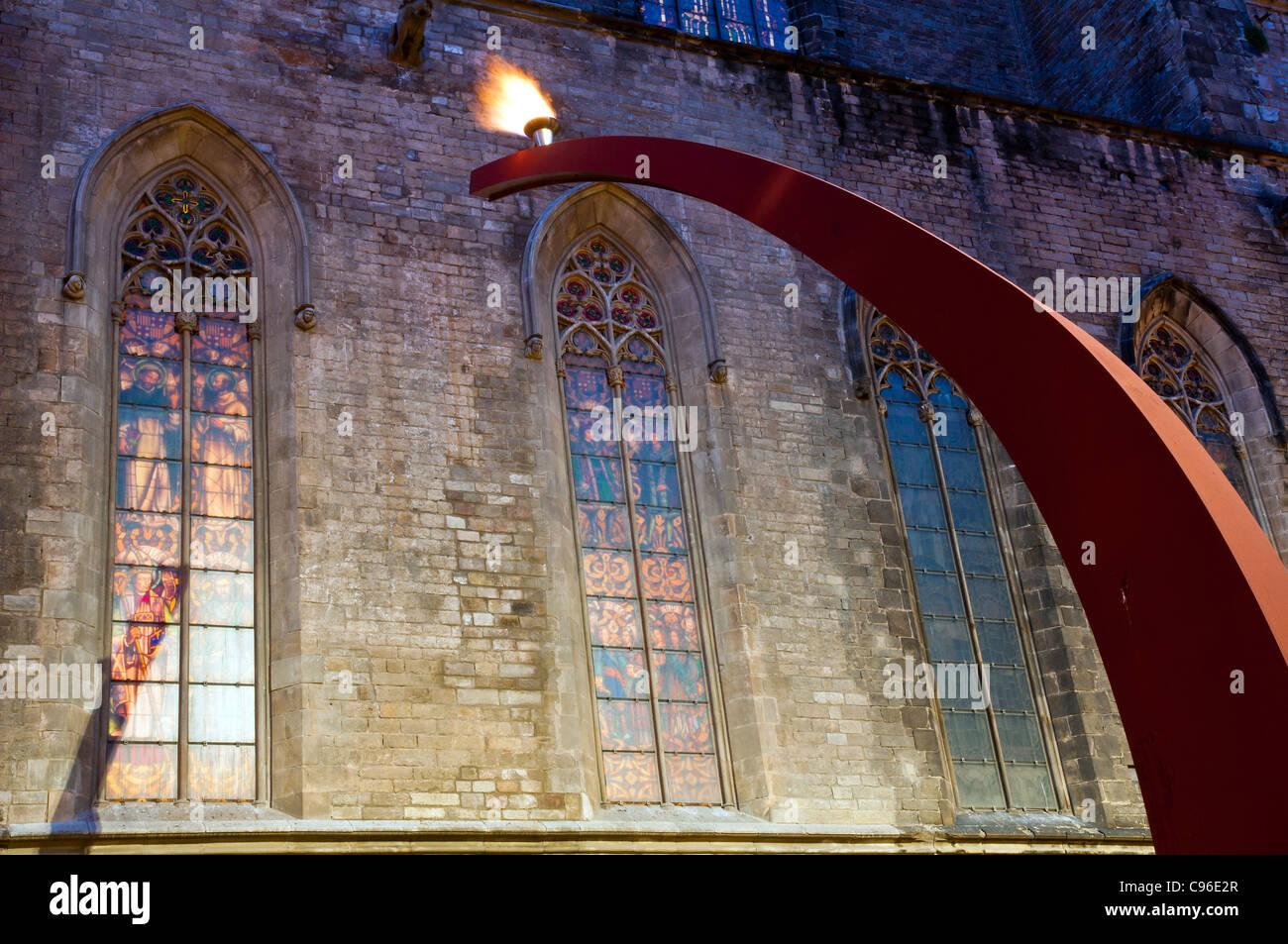 Il memorial torcia della fiamma eterna di notte, Fossar de Les Moreres, nato, Ribera, Barcellona, in Catalogna, Immagini Stock