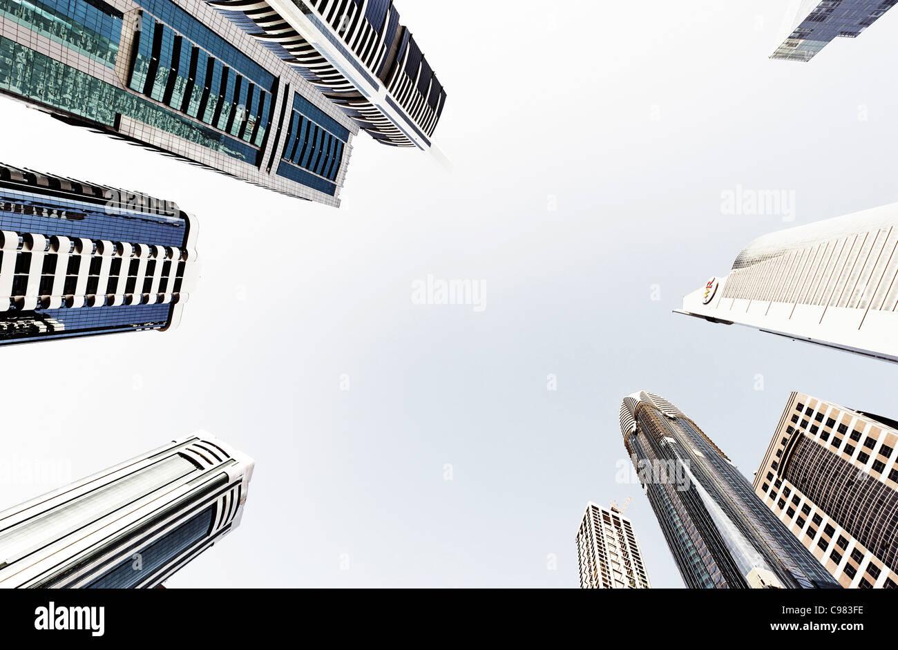 Torri e grattacieli, alberghi, architettura moderna, Sheikh Zayed Road, il quartiere finanziario di Dubai, Emirati Immagini Stock