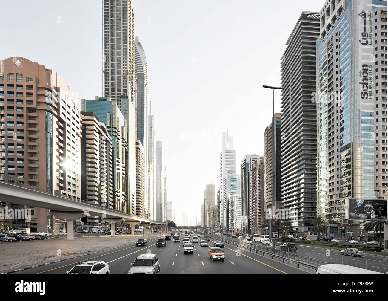 La moderna architettura, edifici ad alta, Sheikh Zayed Road, Downtown Dubai, Dubai, Emirati Arabi Uniti, Medio Oriente Immagini Stock