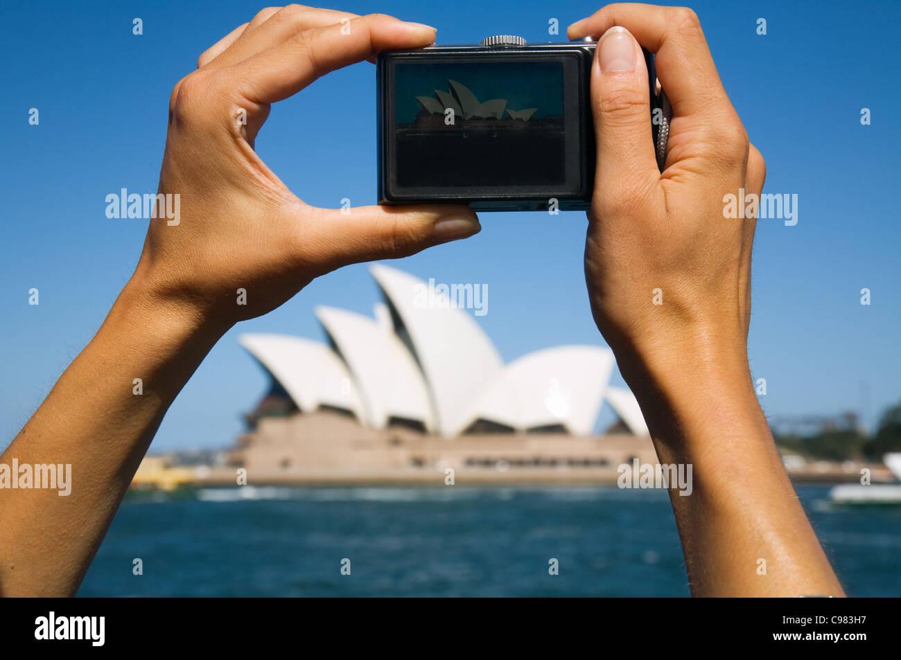 Scattare una foto dell'Opera House di Sydney. Sydney, Nuovo Galles del Sud, Australia Immagini Stock