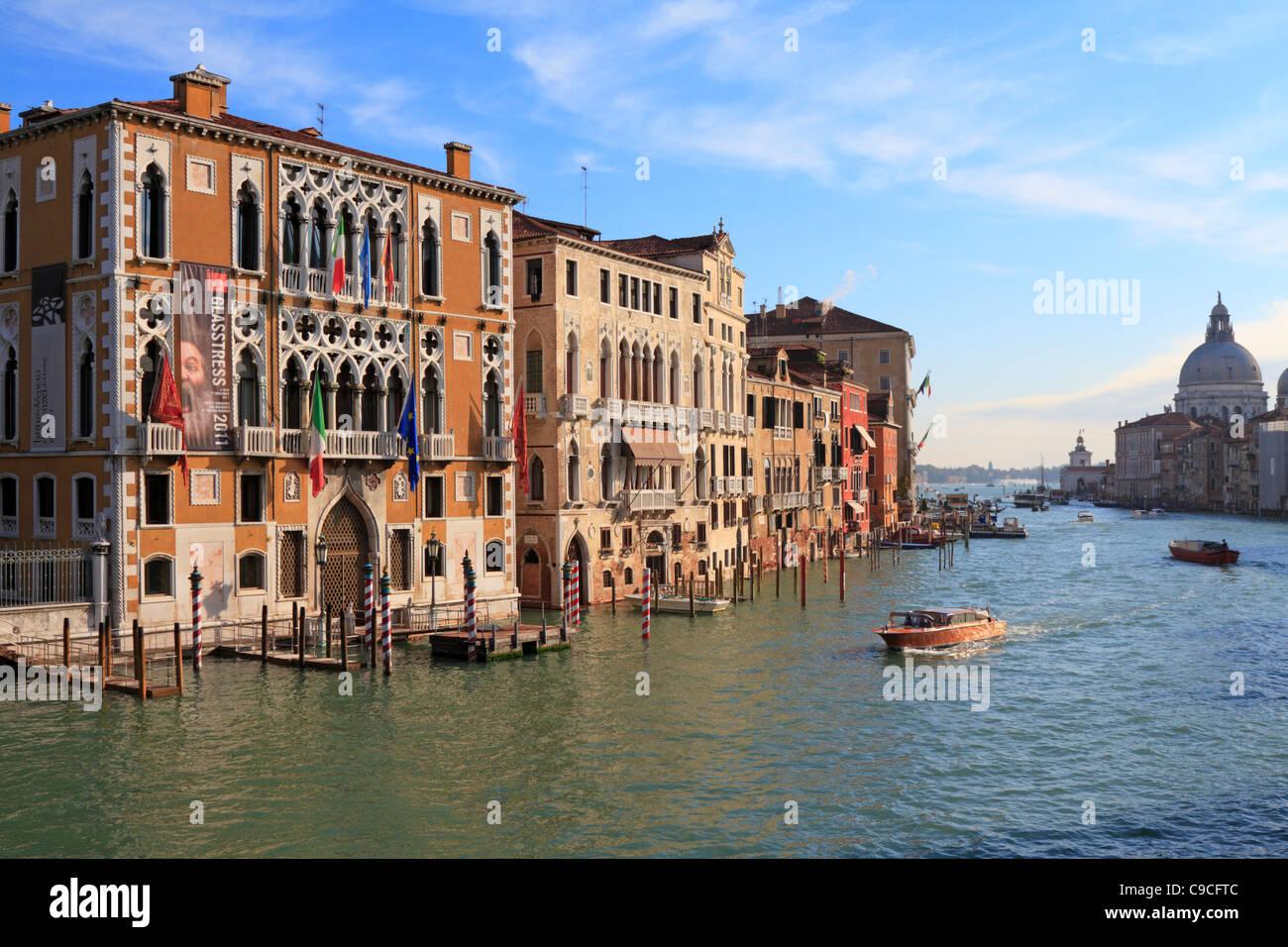 Istituto Veneto di Scienze, Lettere e Arti, Palazzo Cavalli Franchetti dal Canal Grande a Venezia, Italia, Europa. Immagini Stock
