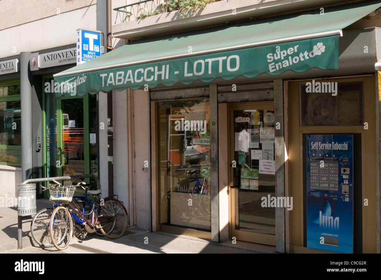 Tabacchi lotto shop tabaccheria Italia negozi italiani fornitore lotteria Immagini Stock