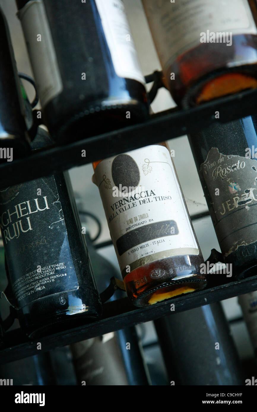 Bottiglie di vino Vermentino, Sardegna, Italia. Immagini Stock