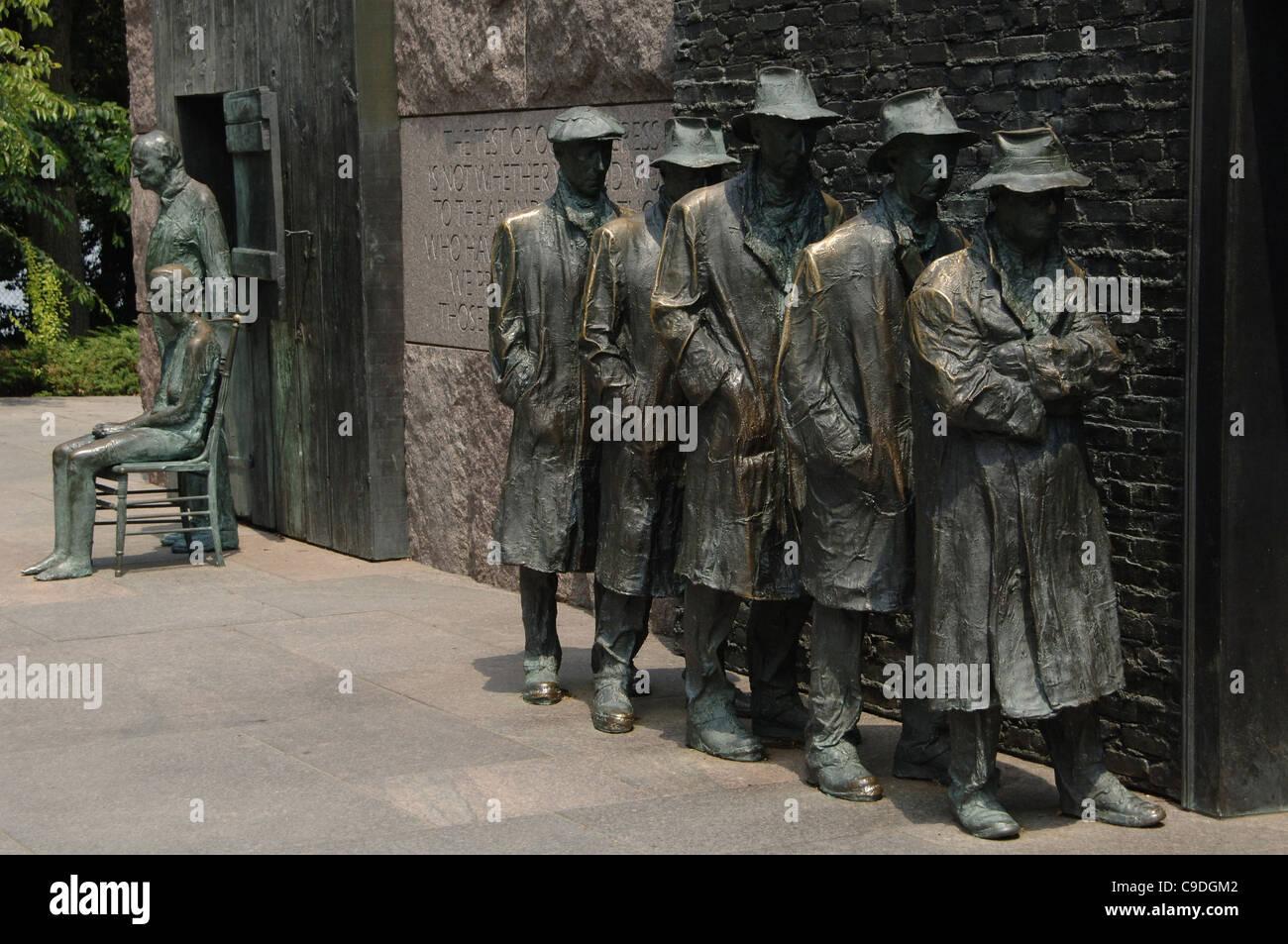 Franklin Delano Roosevelt Memorial. Statue di bronzo che raffigurano la Grande Depressione. In attesa in una linea Immagini Stock