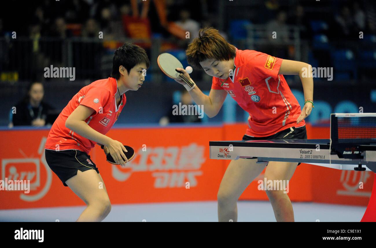 Yue GUO (CHN) e li Xiaoxia (CHN) durante la ITTF Tennis da tavolo Tour Grand Finals, centro ExCel di Londra, Inghilterra Immagini Stock