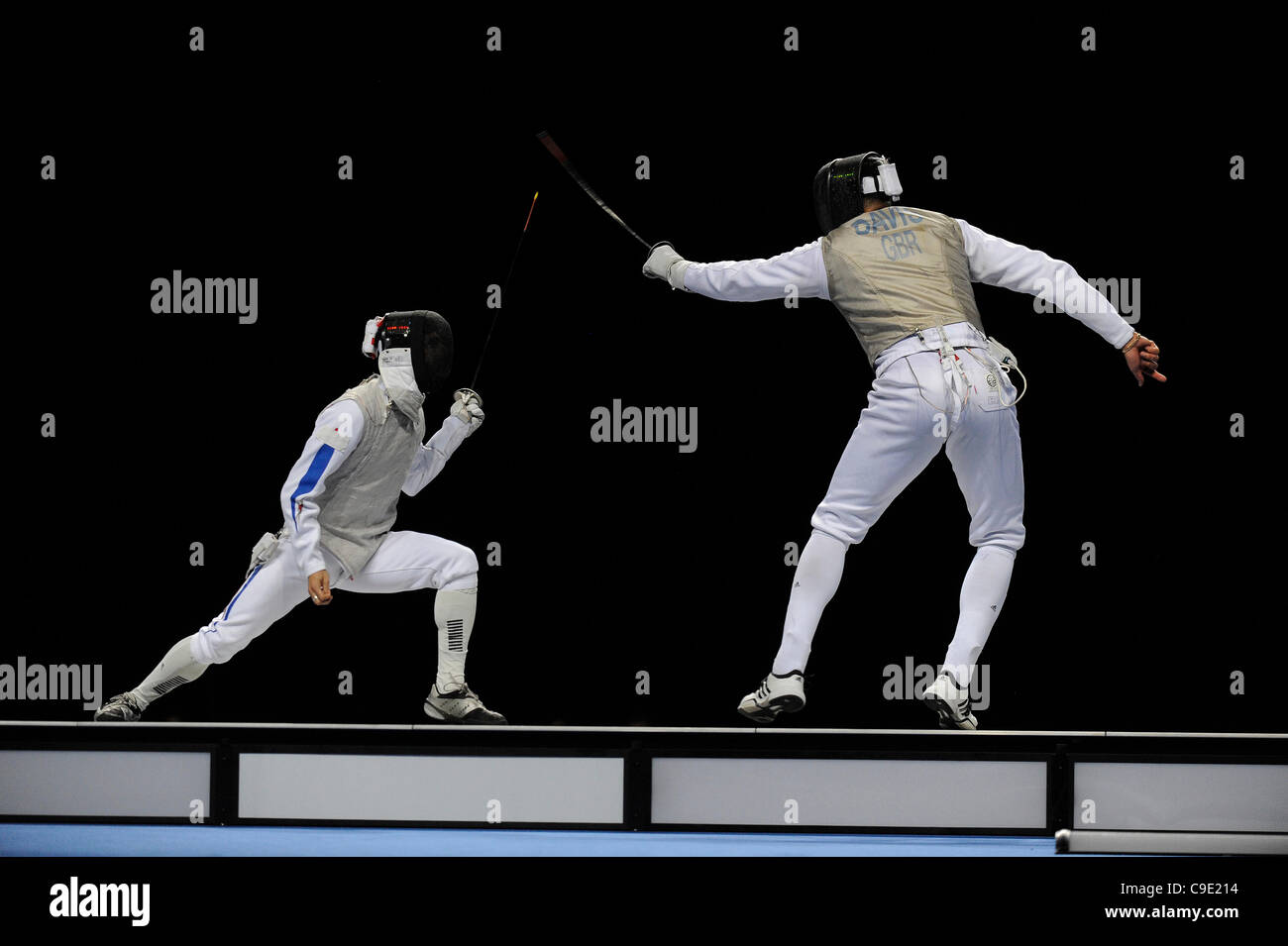 Brice GUYART (FRA) [sinistra] v Keith COOK (GBR) [destra] durante l'uomo foil concorrenza a Londra prepara Olympic Immagini Stock