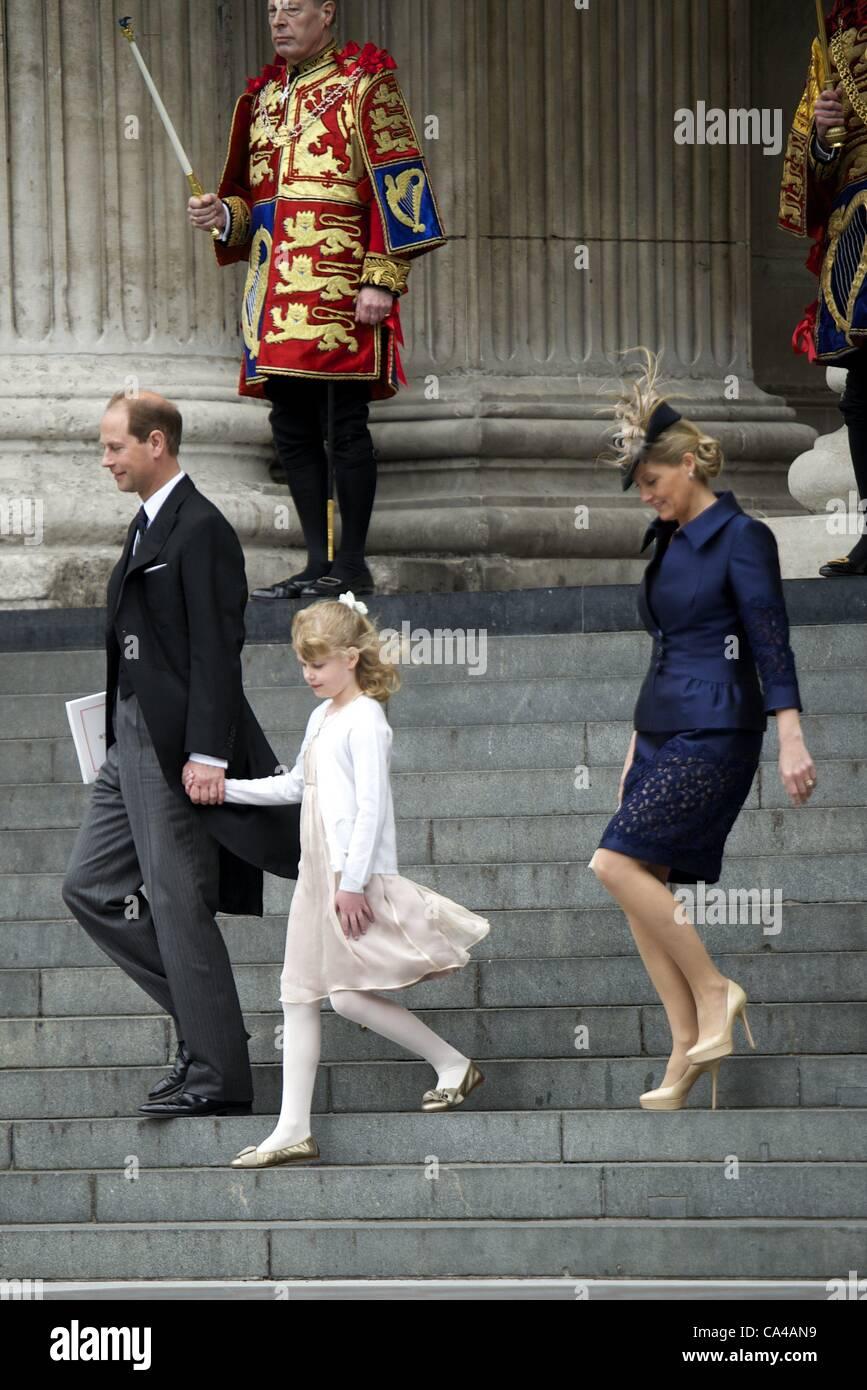 5 giugno 2012 - Londra, Spagna - Prince Edward e Sophie, il conte e la Contessa di Wessex con la loro figlia Lady Louise Windsor frequentare la Regina Elisabetta II GIUBILEO di diamante a Saint Paul Cathedral a Londra . Zuma/ Alamy Live News Foto Stock