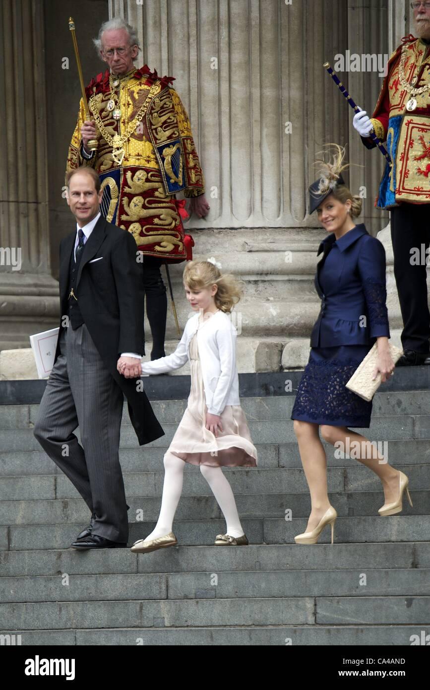 5 giugno 2012 - Londra, Spagna - Prince Edward e Sophie, il conte e la Contessa di Wessex con la loro figlia Lady Louise Windsor frequentare la Regina Elisabetta II GIUBILEO di diamante a Saint Paul Cathedral a Londra. Zuma/ Alamy Live News Foto Stock