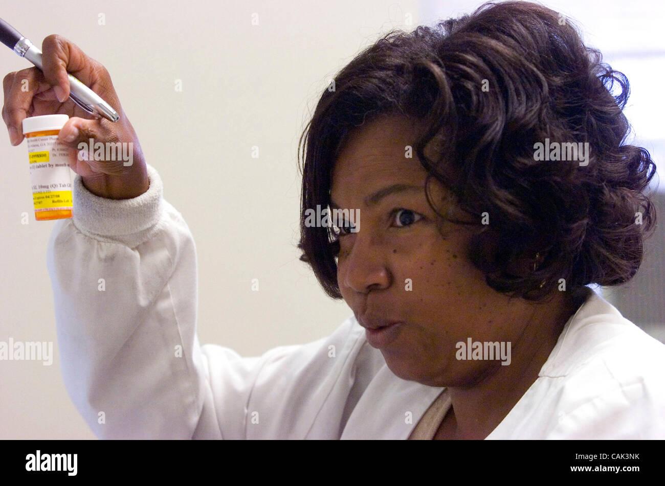ATLANTA, GA - 20 settembre: Grady Memorial Hospital un infermiere del centro antidiabetico Pamela Vaughn si consulta Immagini Stock