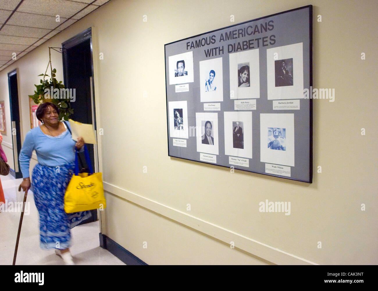 ATLANTA, GA - 20 settembre: paziente del diabete Arnita Dyer passeggiate attraverso il corridoio del diabete clinic Immagini Stock