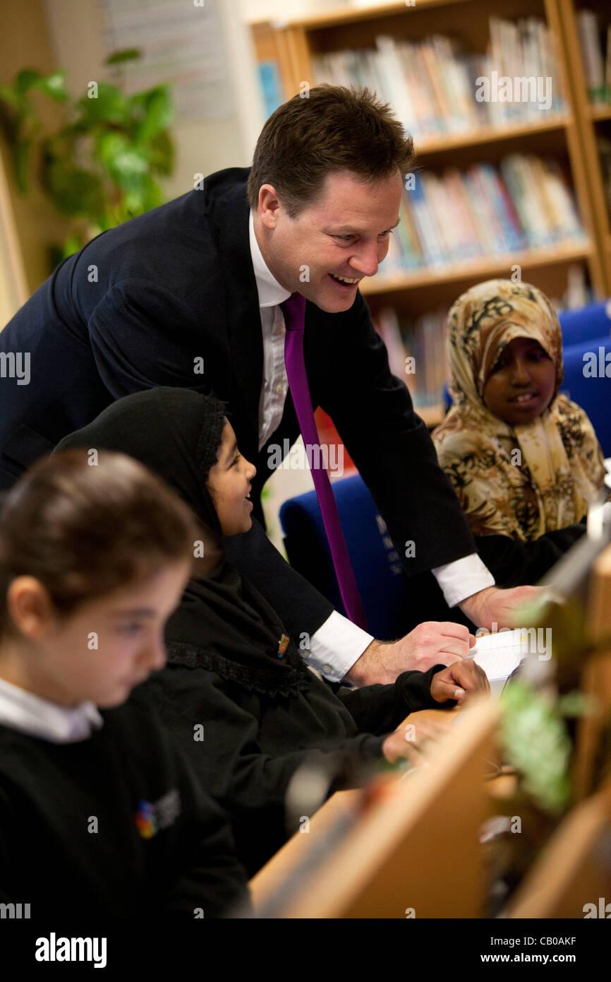 Regno Unito, Londra- maggio 14,2012:Nick Clegg, British Vice Primo Ministro visita il Nuovo Nord Academy, una scuola Immagini Stock