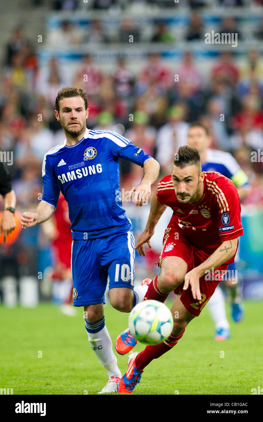 (L-R) Juan Mata (Chelsea), Diego Contento (Bayern), 19 maggio 2012 - Calcio : durante la UEFA Champions League 2011 Immagini Stock