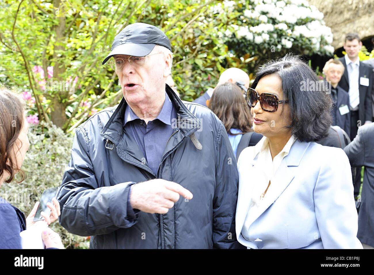 Londra, Regno Unito. 21 Maggio, 2012. Attore Sir Michael Caine CBE e sua moglie Shakira al RHS Chelsea Flower Show Foto Stock