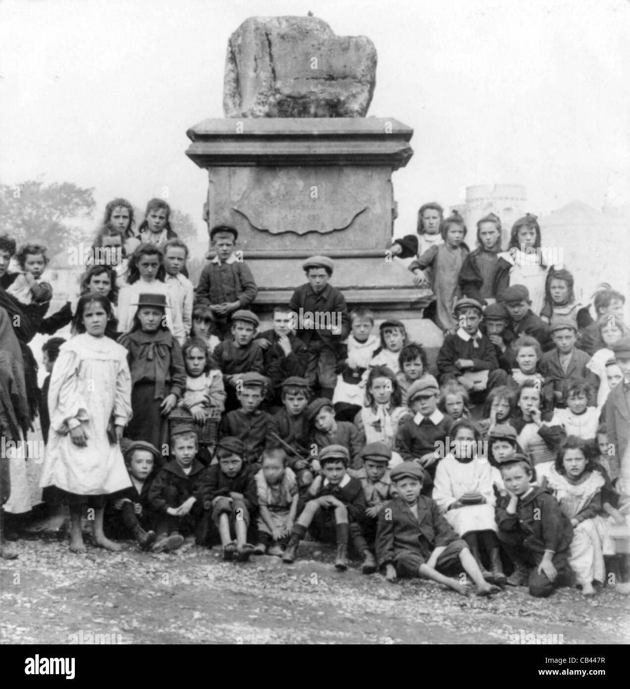Limerick ragazzi e ragazze dal famoso Trattato di pietra del 1691, Irlanda Immagini Stock