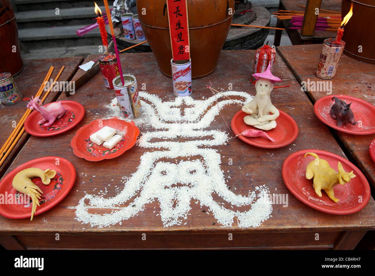 Segno di longevità - fatta con il riso a un tempio taoista durante il Festival Xiayuan in Cina. 2011 Immagini Stock