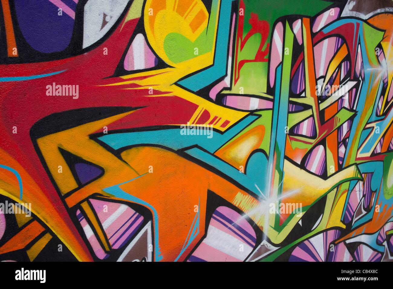 Orizzontale di close-up di una parete coperta di graffiti Immagini Stock