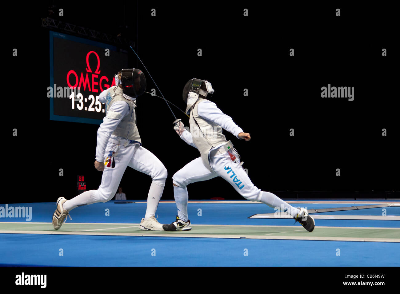 Finale del fioretto a squadre scherma alla Pista olimpica di evento di prova, Londra ExCeL arena. Ha vinto dal Team Immagini Stock