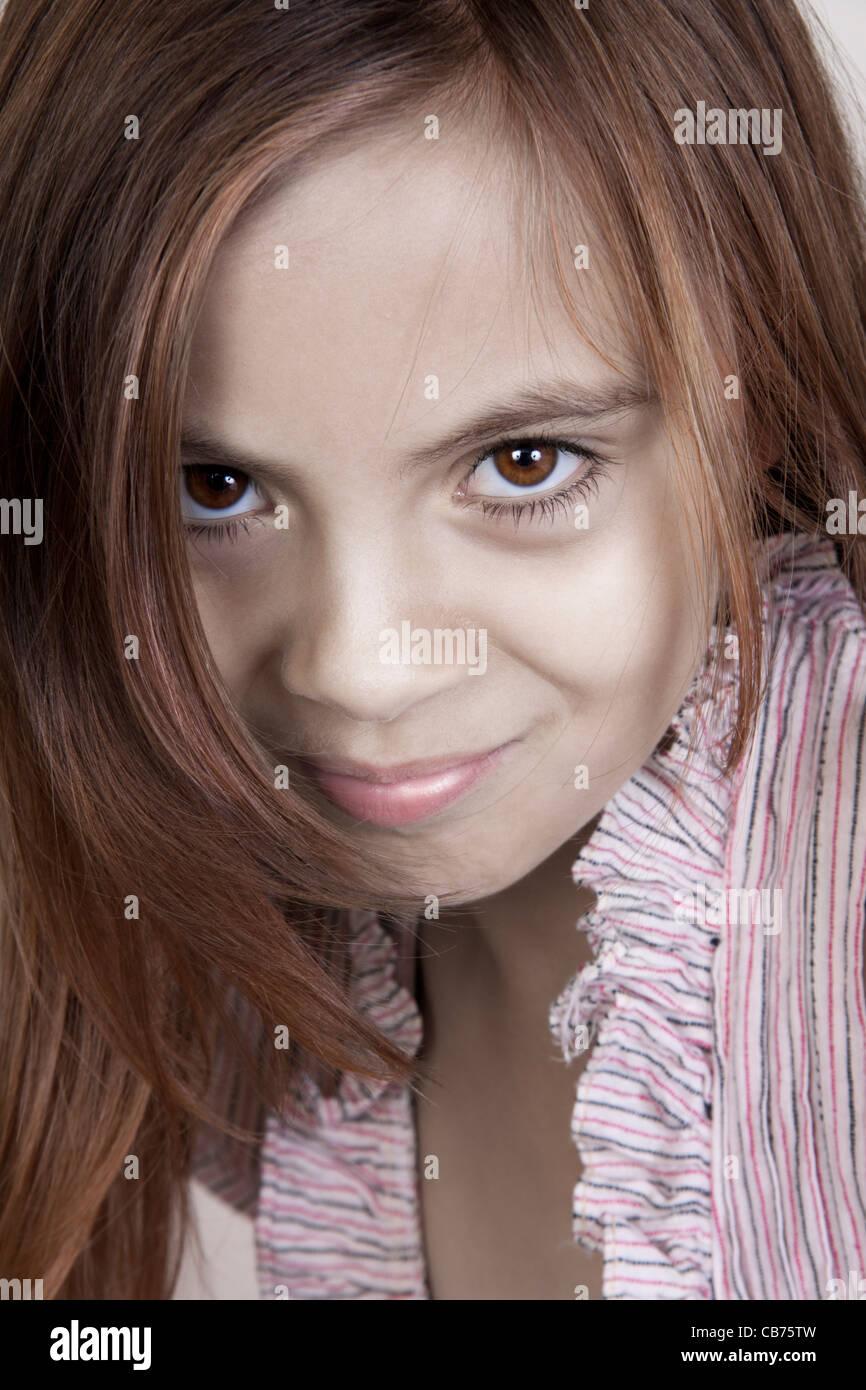 Close up girl guardando la fotocamera Immagini Stock