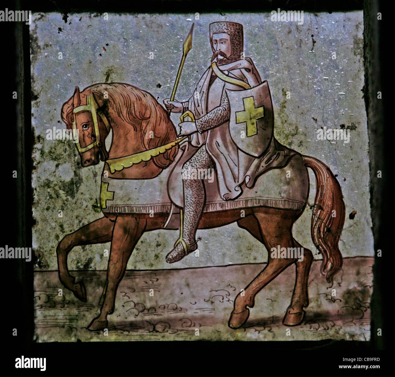 Una vetrata raffigurante un Cavaliere Templare, Temple Church, Bodmin Moor, Cornwall Immagini Stock