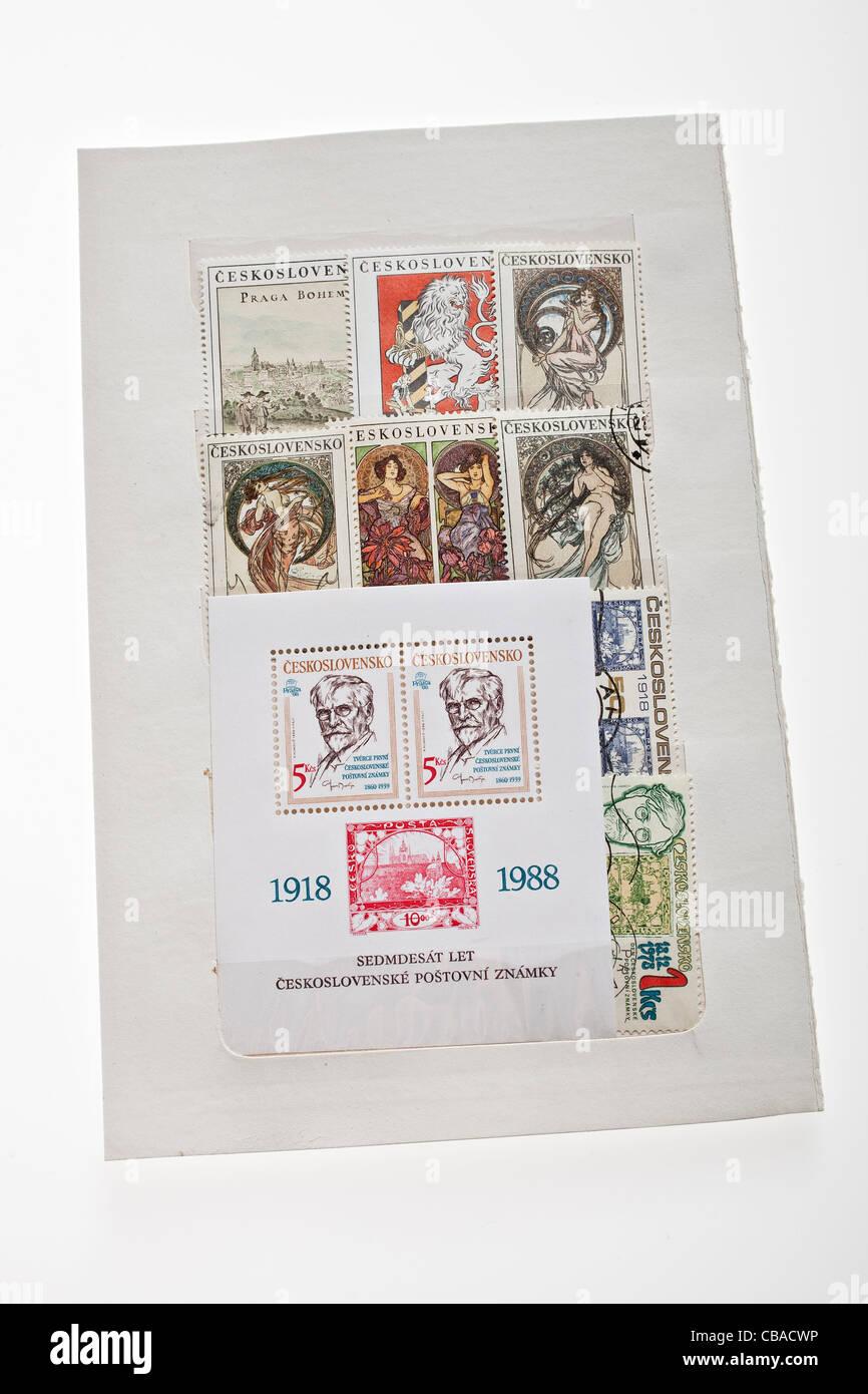 Raccolta di cecoslovacco di francobolli con collegato al Alfons Mucha (1860-1939) rilasciata il 70 anni di anniversario Immagini Stock