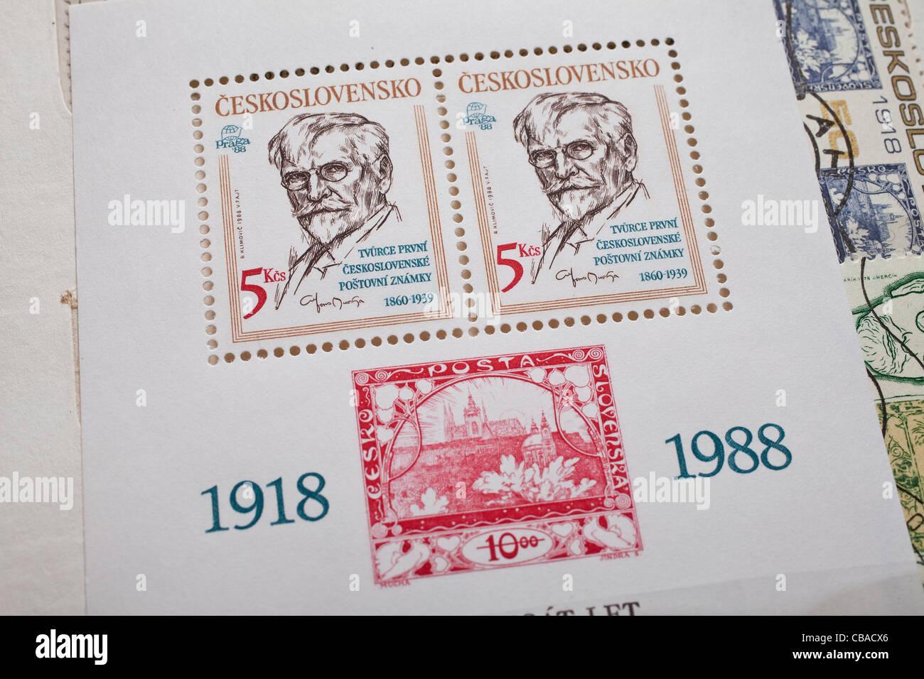 Cecoslovacco di 5 corone francobollo con il ritratto di Alfons Mucha (1860-1939). Alfons Mucha dipinto il primo Immagini Stock