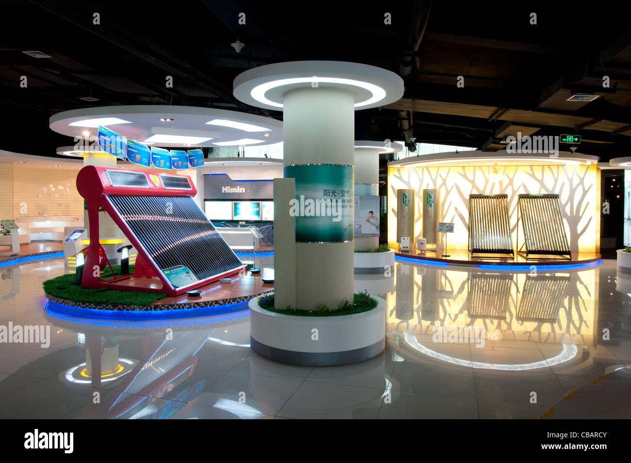 Lo show room di himin Solar Corporation, una fabbrica cinese leader nella produzione di caloriferi di acqua solari. Immagini Stock