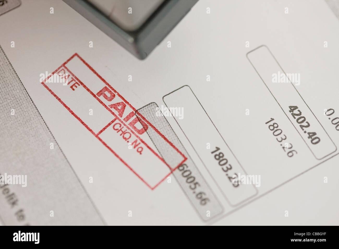 Close up di timbratura donna pagato Immagini Stock