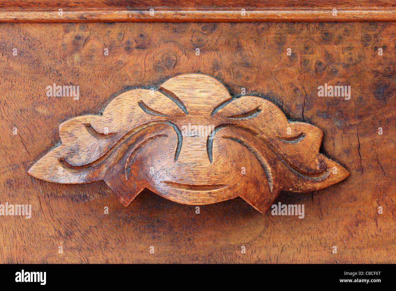 Chiudere l immagine del legno di antiquariato tirare il cassetto da mobili antichi Immagini Stock