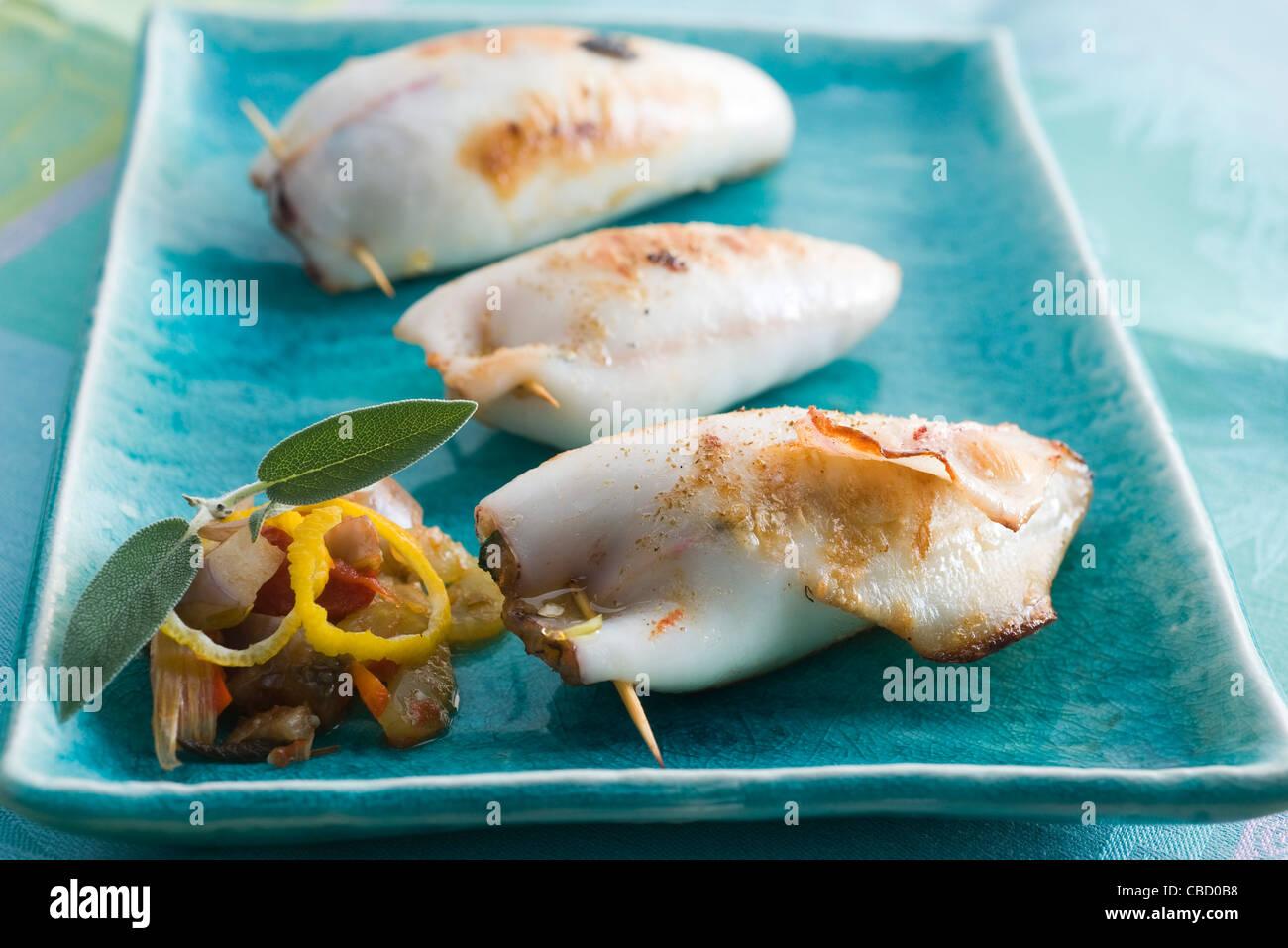 Calamari Ripieni con erbe aromatiche Immagini Stock