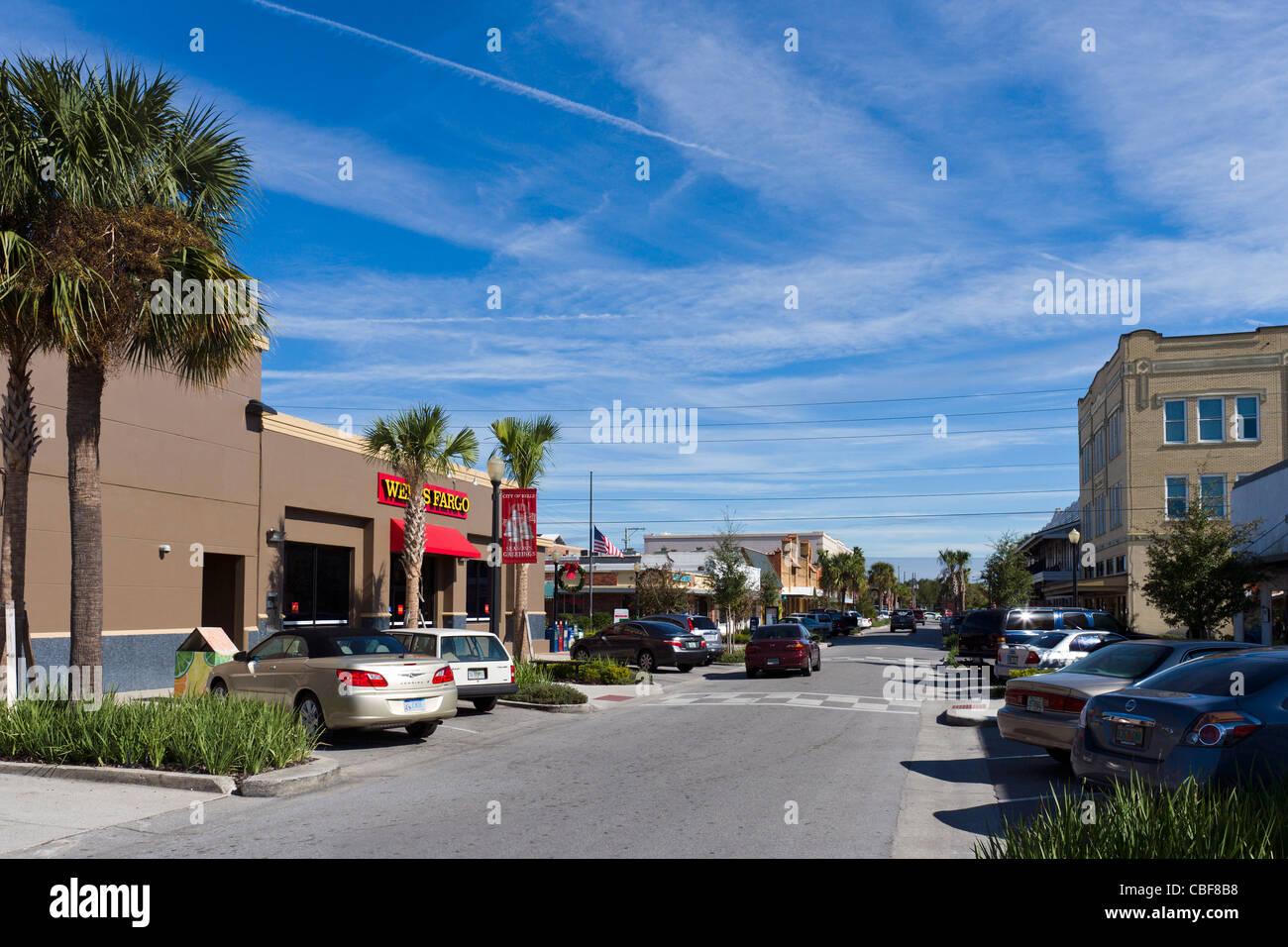 La strada principale (Stuart Avenue) in centro lago del Galles, una tipica cittadina nella Florida Centrale, STATI Immagini Stock